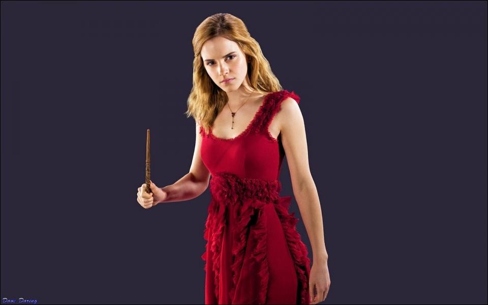 Sa robe rouge est bien jolie et élégante. Pour quelle occasion l'a-t-elle portée dans   les Reliques de la mort   ?