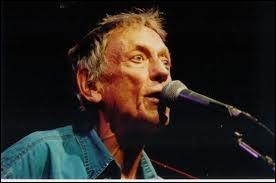 Ce chanteur francophone, auteur-compositeur contribue, par ses adaptations de Leonard Cohen, à faire découvrir ce dernier au public français... ... .