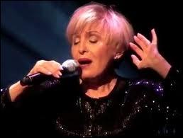 En 1966 elle chante la chanson du film  Un homme et une femme  qu'elle interprète avec Pierre Barouh ... . .