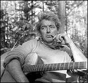 Moi mes souliers  et  Le petit bonheur  furent les deux plus gros succès de ce grand poète québécois ... . .