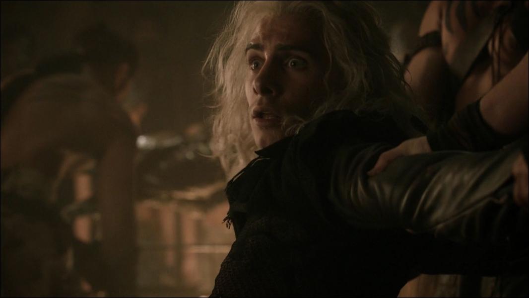 Viserys Targaryen est persuadé d'être le dernier dragon. D'ailleurs, il le rappelle souvent à sa sœur Daenerys. Mais quand celui-ci meurt, cette dernière a la preuve du contraire. Pourquoi ?