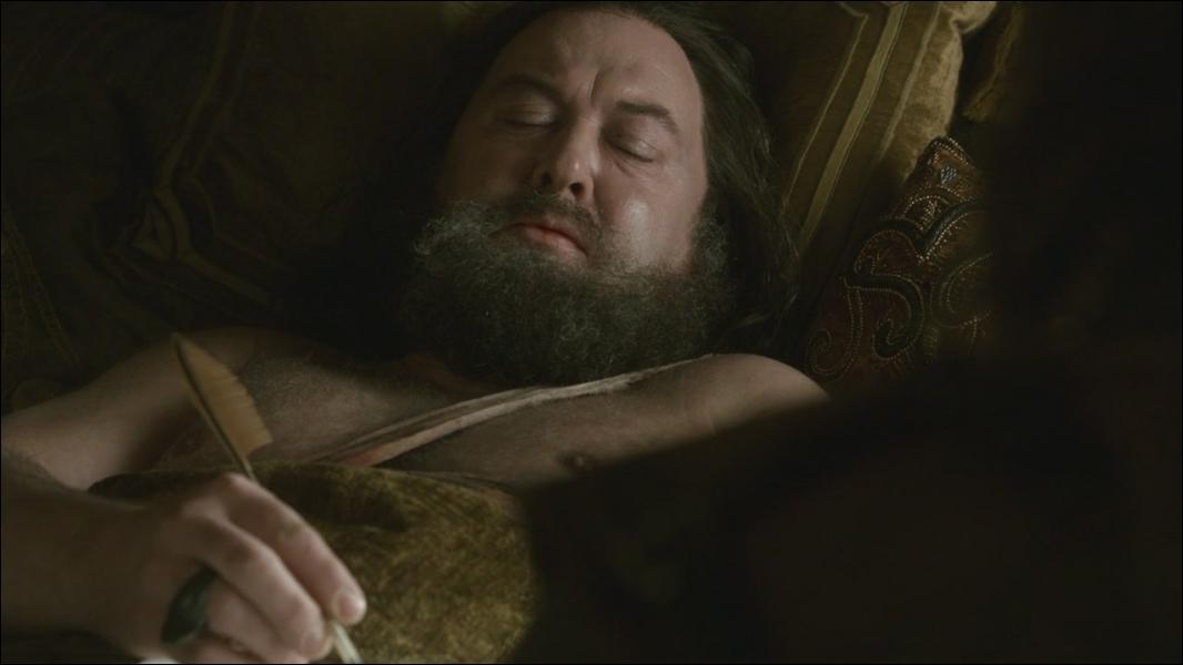 Robert Baratheon meurt  accidentellement  lors d'une partie de chasse, éventré par un animal, alors qu'il avait trop bu. Quel est l'animal en question ?