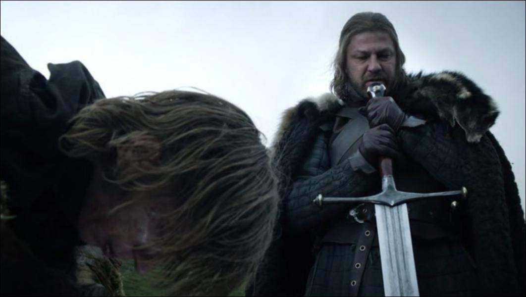 Au début du premier épisode, Eddard Stark décapite un homme d'un coup d'épée. Quelle est la raison d'une telle sentence ?