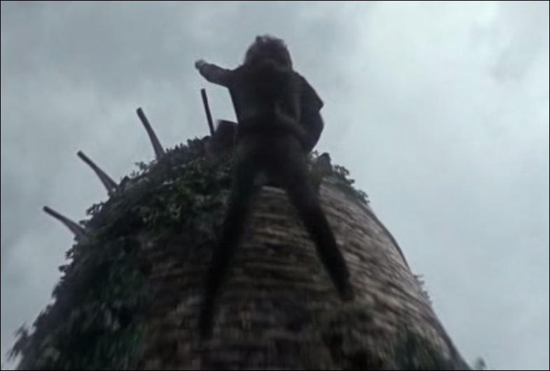 A la fin du premier épisode, Bran est poussé du haut d'une tour par Jaime Lannister. Pourquoi ?
