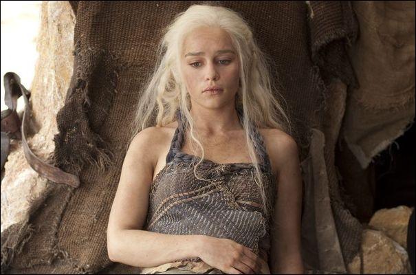 Dans l'épisode 3, on apprend que Daenerys est enceinte et que son enfant sera un garçon. Mais qui en est le père ?