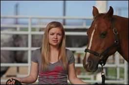 Comment s'appelle le cheval de Malorie ?