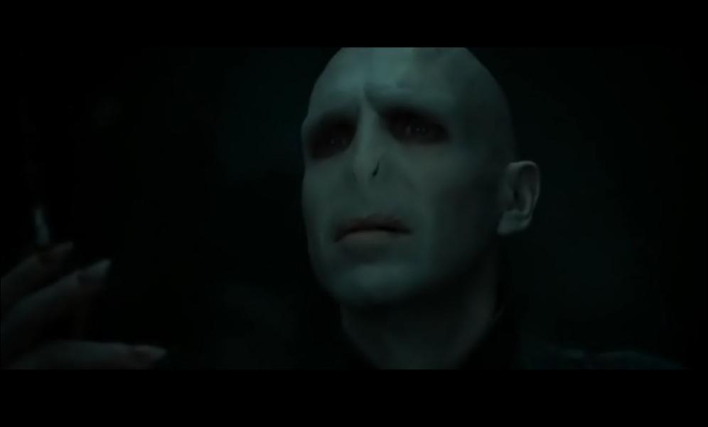 Dans R. D. L. M. (partie 2), Lord Voldemort dit à Harry avant qu'il ne rende l'âme :   Harry Potter, le garçon qui a survécu. Prépare-toi à mourir !  . Que dit-il exactement ?