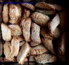 Que sont ces biscuits souvent parfumés au citron, anis et châtaigne ?