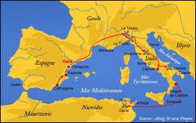 Hannibal décide d'affronter directement la puissance romaine sur le sol italien. Son armée de 50 000 hommes traversent l'Espagne, le sud de la Gaule et franchit les Alpes. Selon la légende, quels animaux de guerre accompagnaient son armée ?