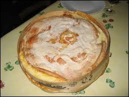 Fromage du Haut Doubs à pâte molle et croûte lavée, présenté dans sa boîte en épicéa :