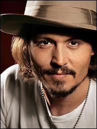Qui joue Jack Sparrow dans  Pirates des Caraïbes  ?