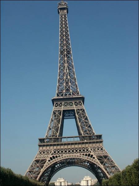 Quelle est cette tour, la plus célèbre de Paris ?