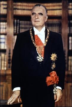 Second président de cette République. Il succombe à sa maladie en 1974. Alain Poher devient une nouvelle fois président par intérim.