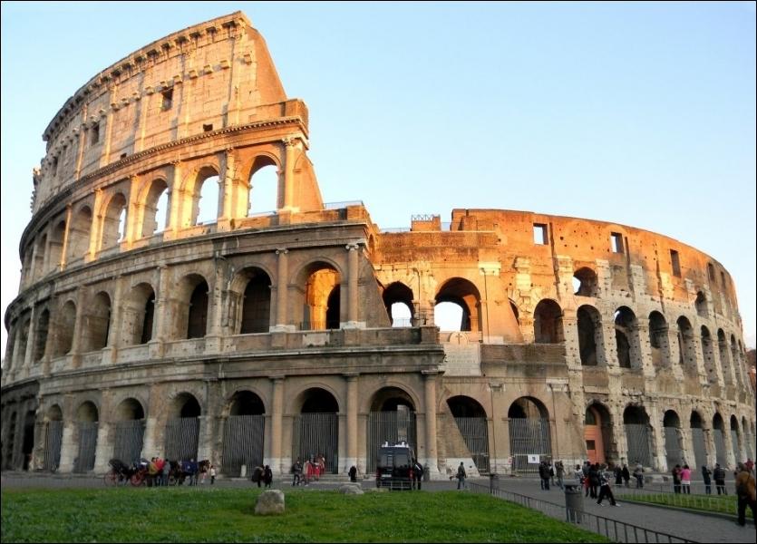 Le Colisée de Rome (Italie) est une des :