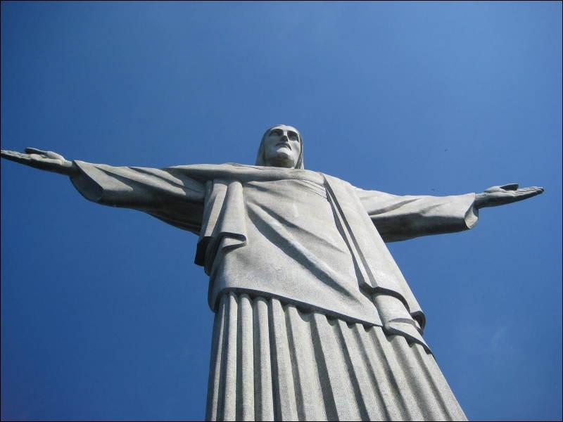La statue du Christ Rédempteur (Brésil) est une des :