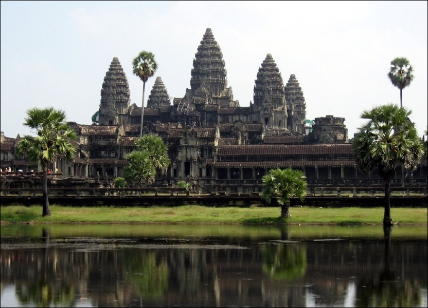 Le site d'Angkor Vat (Cambodge) est une des :