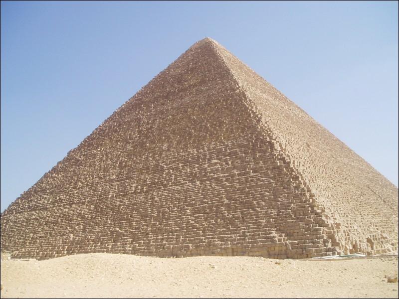 La grande pyramide de Khéops (Égypte) est une des :
