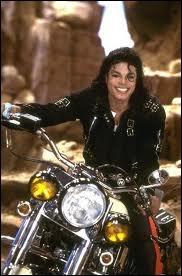 Quelles chansons Michael interprète-t-il dans  Moonwalker  ?