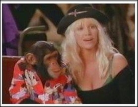 Dans la chanson  Liberian Girl , Bubbles est accompagné d'une actrice blonde ... qui est-ce ?