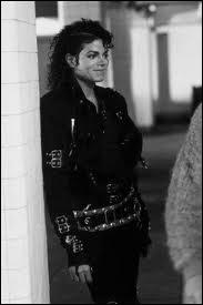 Dans l'ordre de sortie des albums de MJ, à quel rang se situe l'album  Bad  depuis qu'il a démarré sa carrière solo ?