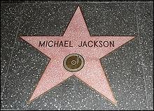 Dans combien de films Michael Jackson a-t-il joué ou a-t-il été filmé ? (piège)