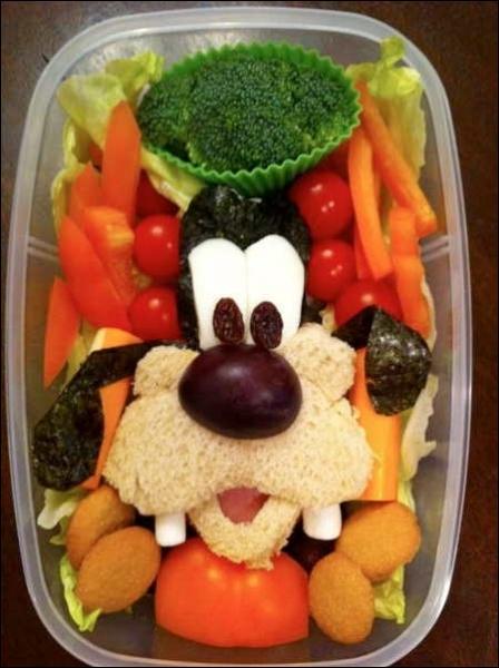 Deux ou trois feuilles de salades, une tomate, il n'en faut pas plus pour rendre ..... heureux, ma mie !