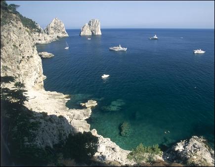 Naples offre une belle vue sur la mer...
