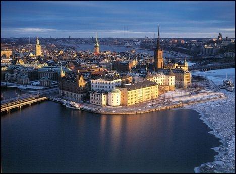 Stockholm est sur...