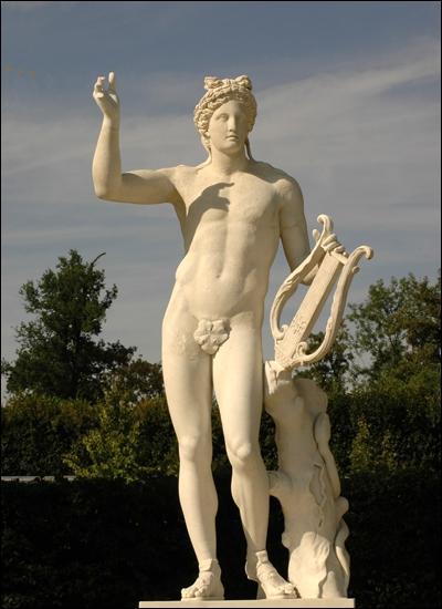 Souvent représenté avec une lyre, il est le dieu de la musique. Qui est-ce ?