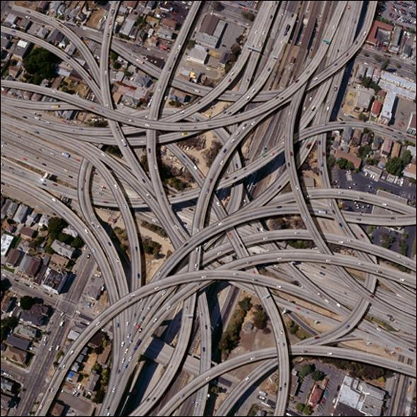 Los Angeles est reconnu pour son réseau tentaculaire de «Freeways». Quel fut la toute première autoroute de cet imposant réseau ?