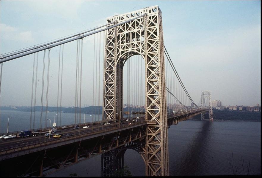 Combien de ponts et de tunnels relient Manhattan au New Jersey ?