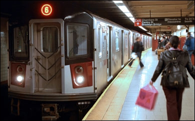 Manhattan est le quartier de New York le plus densément peuplé. Les New Yorkais vivant à Manhattan préfèrent le transport en commun pour se déplacer, dont le métro. Quel % n'ont pas de voiture ?