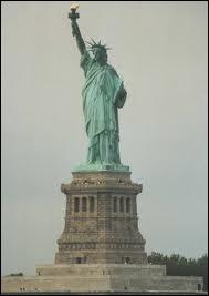 Sur quelle île est la statue de la Liberté ?