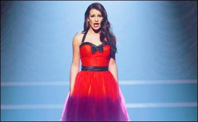Quelle chanson Rachel chante-t-elle toute seule sur scène ?