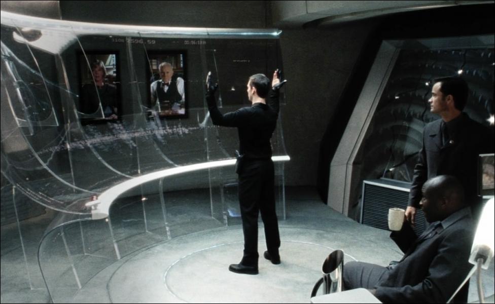 (2002) Des êtres humains mutants peuvent prédire les crimes à venir grâce à leur don de prescience.
