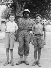 Parmi ces conséquences de la Seconde Guerre mondiale, laquelle est fausse ? (photo : tirailleur africain lors de la libération de Toulon en 1944)