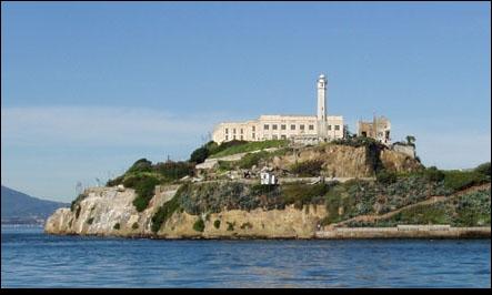 Sur quelle île est située la prison d'Alcatraz ?