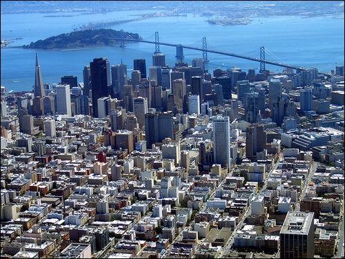 San Francisco est une ville densément peuplée. Quel rang occupe-t-elle au niveau de la densité de population aux États-Unis ?