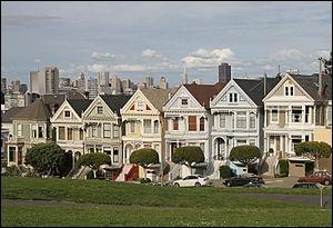 Près de quel parc retrouve-t-on des maisons victoriennes surnommées «Painted Ladies» ?