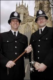 Culture générale : comment appelle-t-on les policiers au Royaume-Uni ?