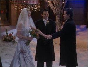 Qui conduit Phoebe à l'hôtel (pour se marier) ?