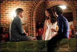 Caroline organise une fête pour l'anniversaire d'Elena. Mais quel âge fête-t-elle ?