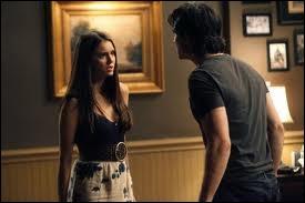 Comment se nomme la sorcière dont Klaus se sert pour comprendre ce qui ne va pas dans son plan pour créer des hybrides ?