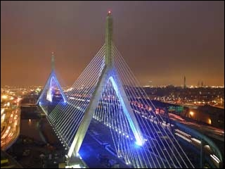 Le «Leonard P. Zakim Bunker Hill Memorial Bridge» traverse quelle source d'eau ?