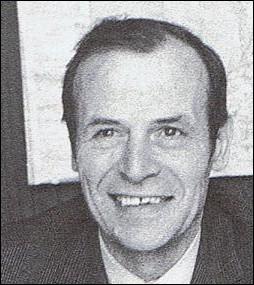 Premier patron du service des sports de la télévision, il est également le créateur et l'animateur de l'émission dominicale alliant chansons et sports   Télé-Dimanche  ... .