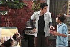 Alex lui a offert un petit chien mais l'animal s'avèrera être en fait ...