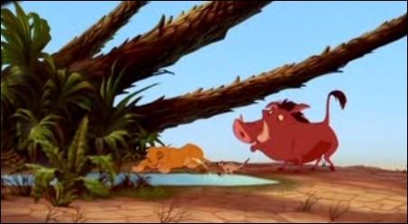 Dans cette scène du  Roi Lion , combien de fois Timon arrose-t-il Simba ?