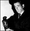 Titre de ce film avec Humphrey Bogart. Un détective privé est inculpé des meurtres de son associé et de l'homme qu'il devait espionner.