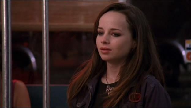 Comment s'appelle l'adolescente qu'héberge Brooke ?