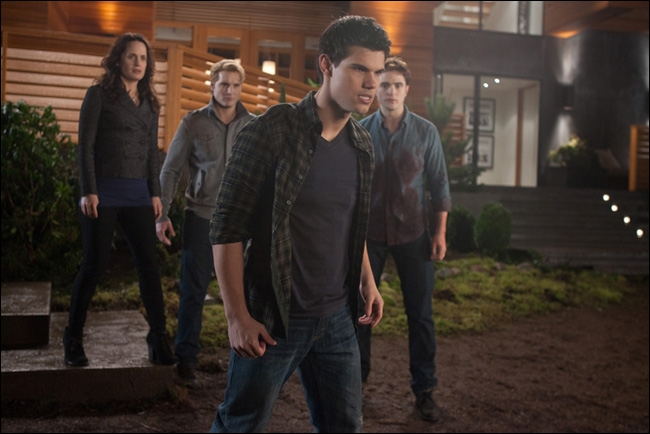 Lorsque Jacob croise le regard de Renesmée que voit-on ?